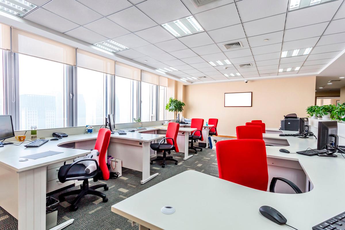 Precisando de mesas de escritório? Veja como escolher a melhor opção